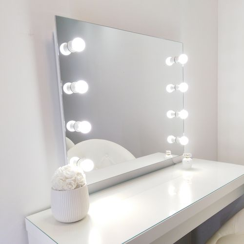 Pslight Makeup Mirror IINA 840 x 690mm